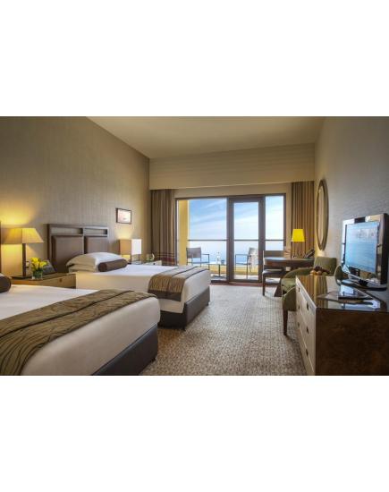 Насладитесь великолепным сервисом в Amwaj Rotana, Jumeirah Beach — Dubai 5*!