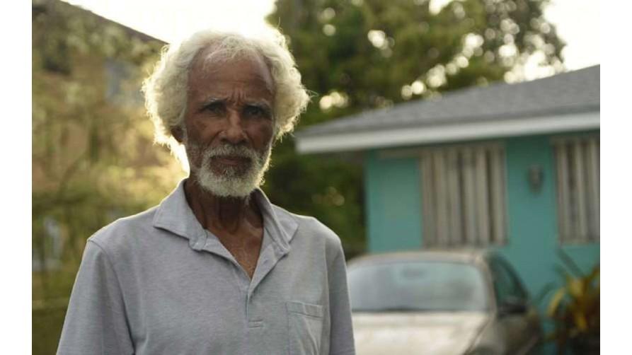 Un bărbat de 78 de ani a supraviețuit uraganul Irma singur, sub un copac din Bahamas